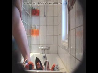 Девушка с большой грудью трахается со своим парнем на камеру дома